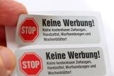 4 Keine Werbung Aufkleber im hochwertigen Edelstahl-Look - Einzeln abziehbar (Keine kostenlosen Zeitungen, Handzettel, Wurfsendungen und Wochenblätter!) immi.de® - 1